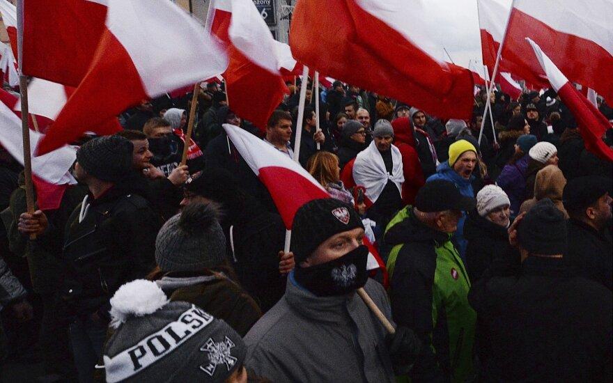 Dešimtys tūkstančių lenkų dalyvavo nacionalistų žygyje Varšuvoje