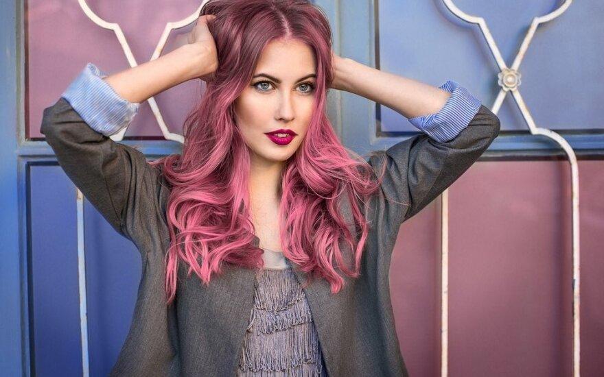 Nauja mada – gelsvai rožinio atspalvio plaukai