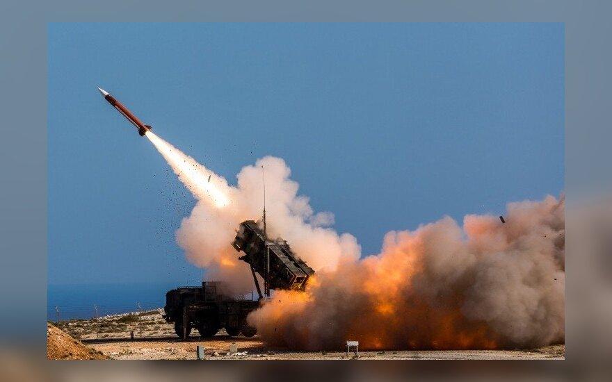 """Rusija skundžiasi esanti sunerimusi dėl Lenkijos perkamų """"Patriot"""" raketų"""