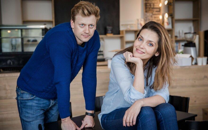 Slapta susituokė TV laidų vedėja Eglė Skrolytė ir jos mylimasis Jonas Elvikis