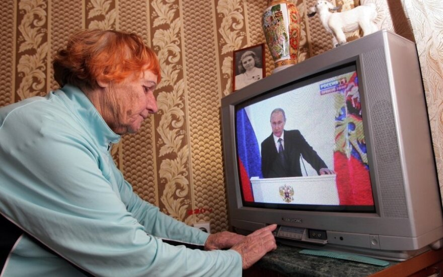 Banning Russian TV channels won't solve propaganda problem, Lithuanian experts say