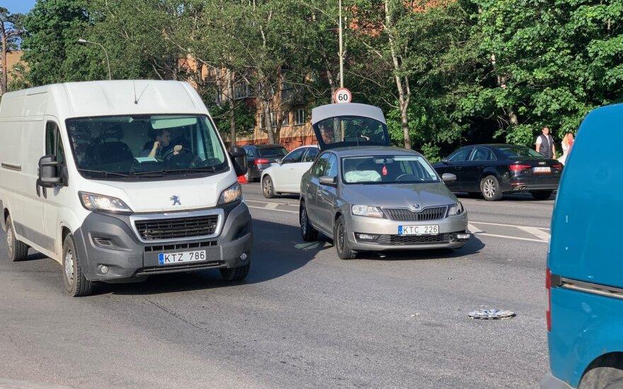 Didelės spūstys Vilniuje: avarija paralyžiavo Geležinio Vilko gatvę