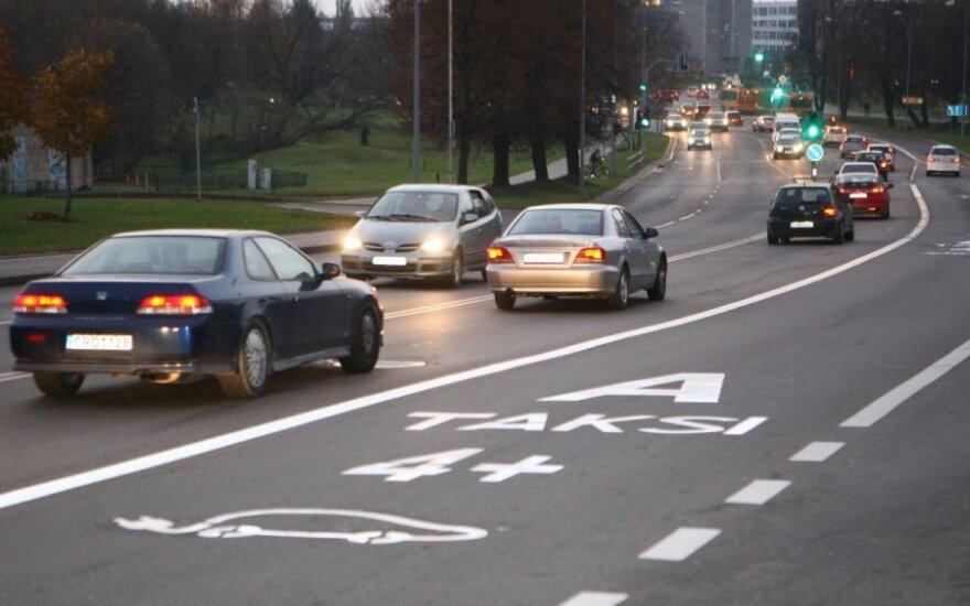Vairuotoja: neretai Vilniuje važiuoju dviejų eismo juostų viduriu