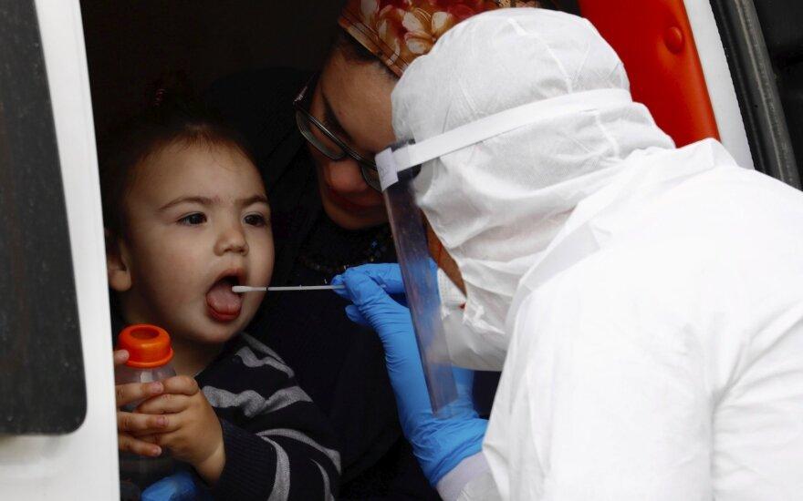 AFP: pasaulyje mirčių nuo COVID-19 skaičius viršijo 270 000