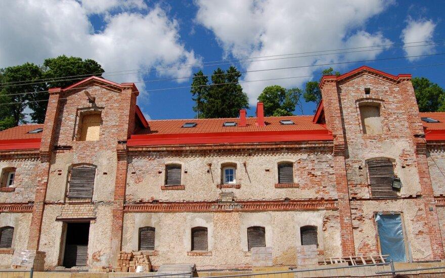 Seną pastatą su Europos Sąjungos parama mėginama paversti viešbučiu