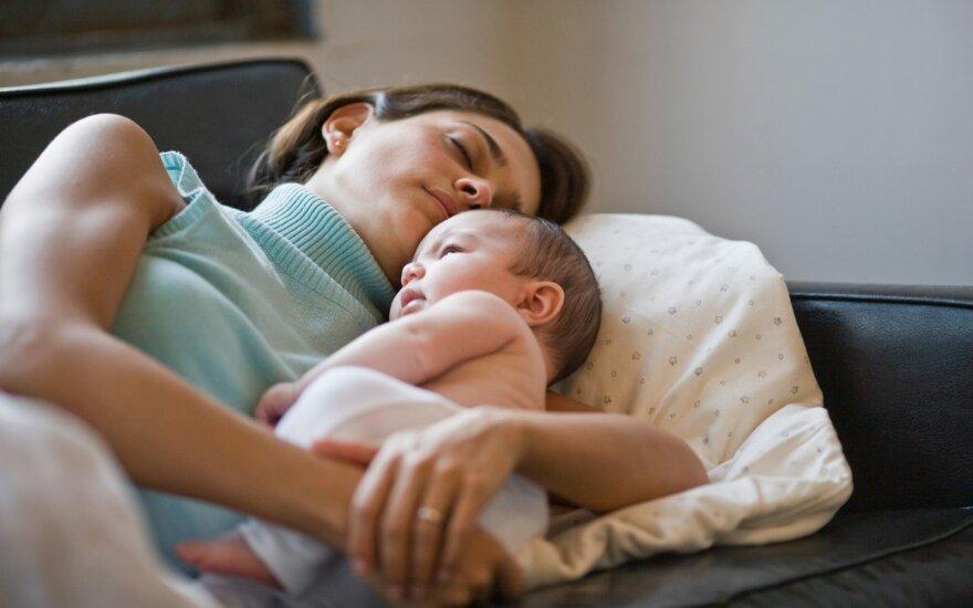 Mama miega su vaiku