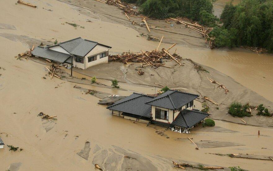 Potvynis siautėja pietų Japonijoje