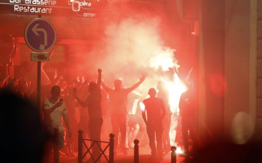 Nauji neramumai Prancūzijoje: dešimtys fanų – ligoninėje, dar daugiau jų – sulaikyta
