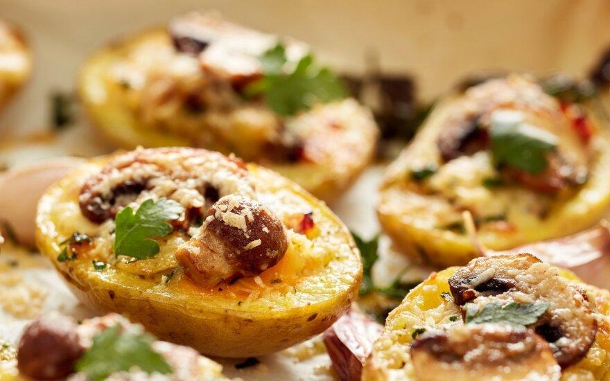 Keptos bulvės, įdarytos pievagrybiais
