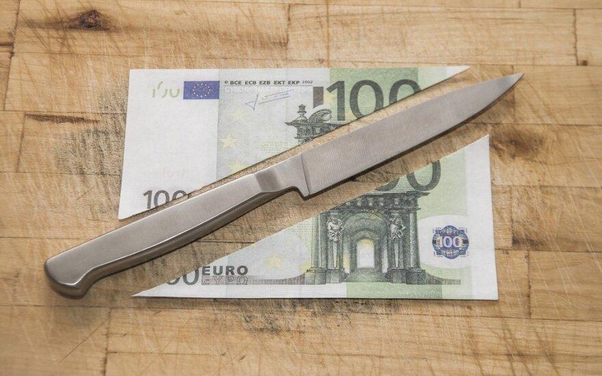 Tyrimas: žmonės Lietuvoje taupyti stengiasi, tačiau užtektinai santaupų dar neturi