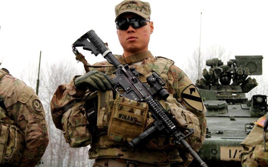 Įtakinga JAV diplomatė ragina greičiau steigti NATO vadavietes Rytų Europoje