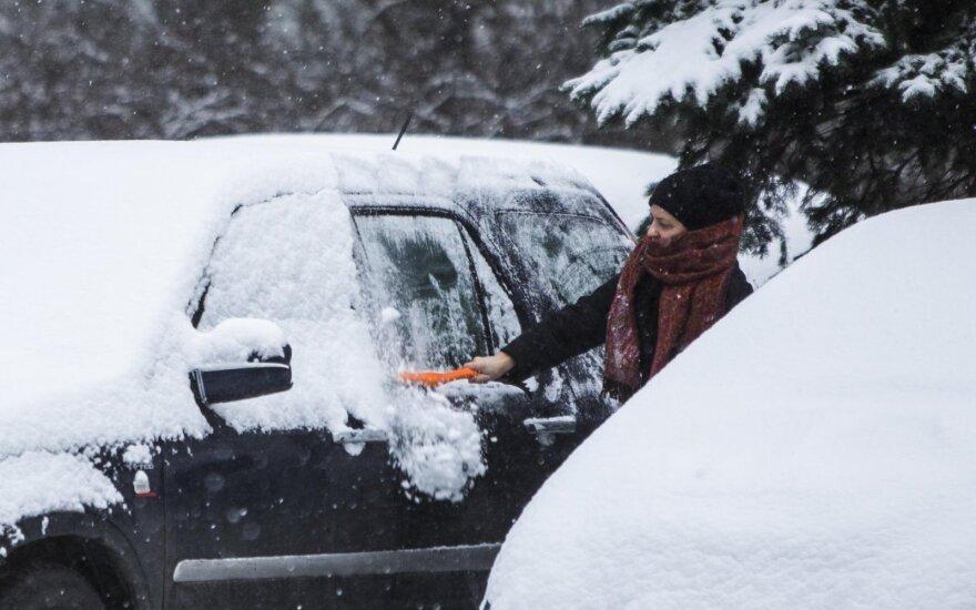Gausiai iškritęs sniegas penktadaliu padidino avaringumą