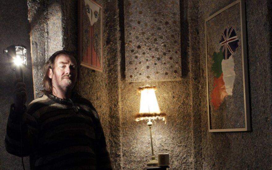 Airis pasistatė milijardo eurų namus iš susmulkintų banknotų