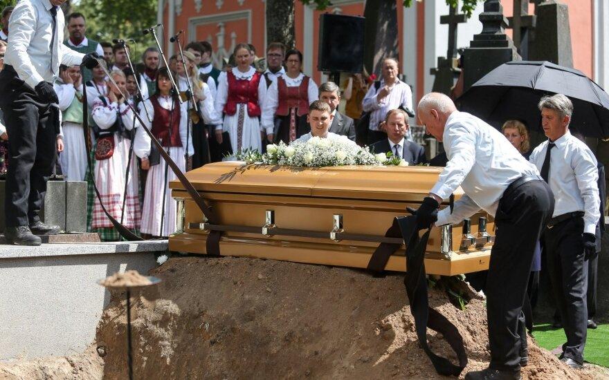 Vilniuje perlaidoti signataro Biržiškos palaikai