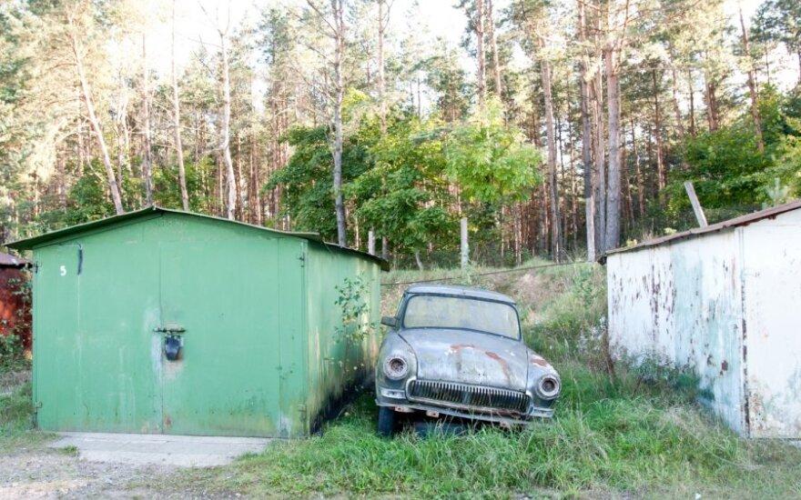 Kaune daugiau nei perpus sumažėjo neteisėtai pastatytų metalinių garažų