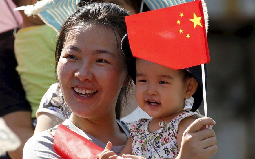 """Kinija atsisako """"vieno vaiko"""" politikos"""