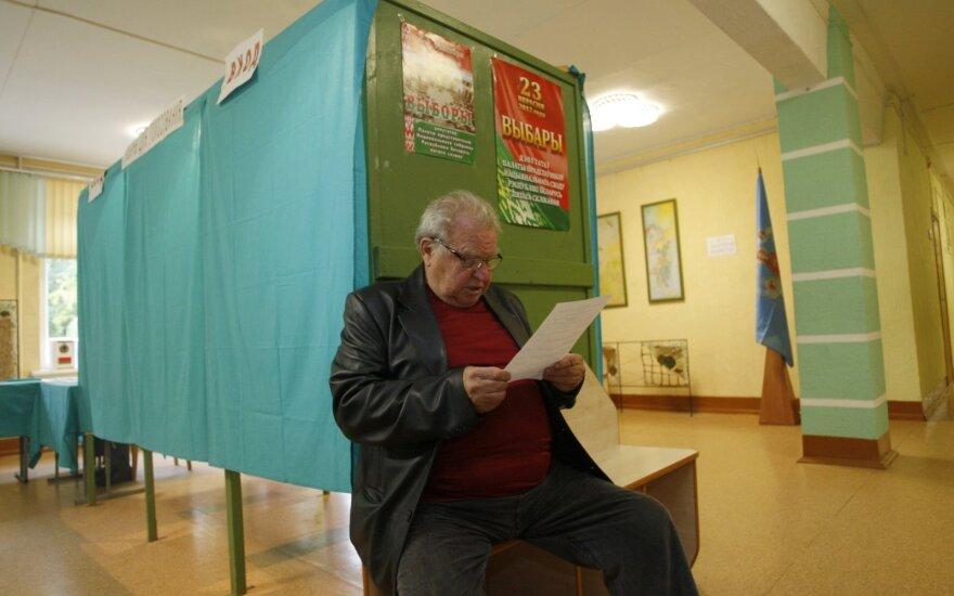 Rinkimai Baltarusijoje: opozicija pranešė apie masinius pažeidimus