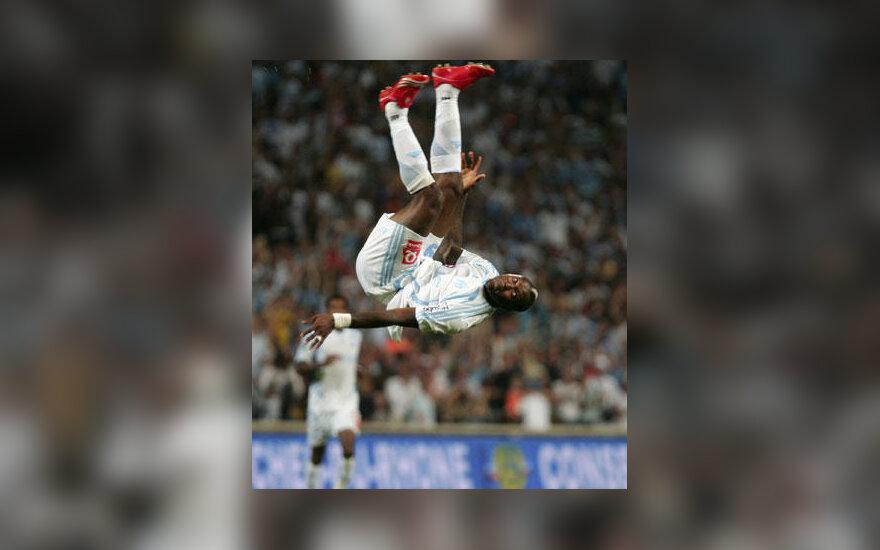 """Djibrilio Cisse (""""Marseille"""") salto po įvarčio"""