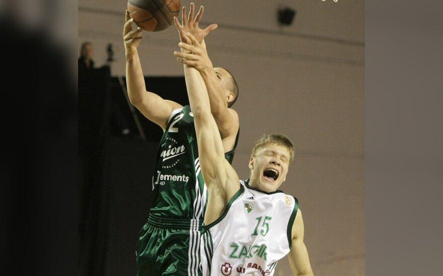 Egidijus Mockevičius kovoja dėl kamuolio