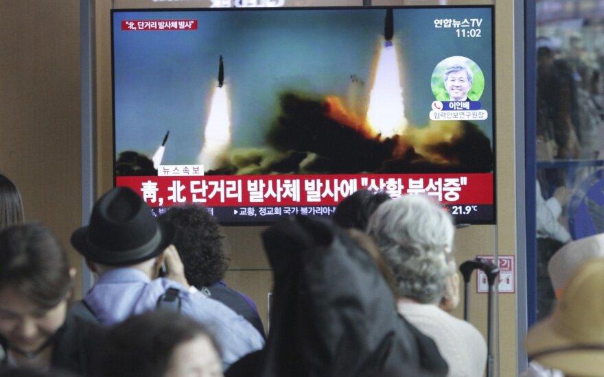 Po išvykos į Rusiją Kim Jong Unas vėl demonstruoja ragus