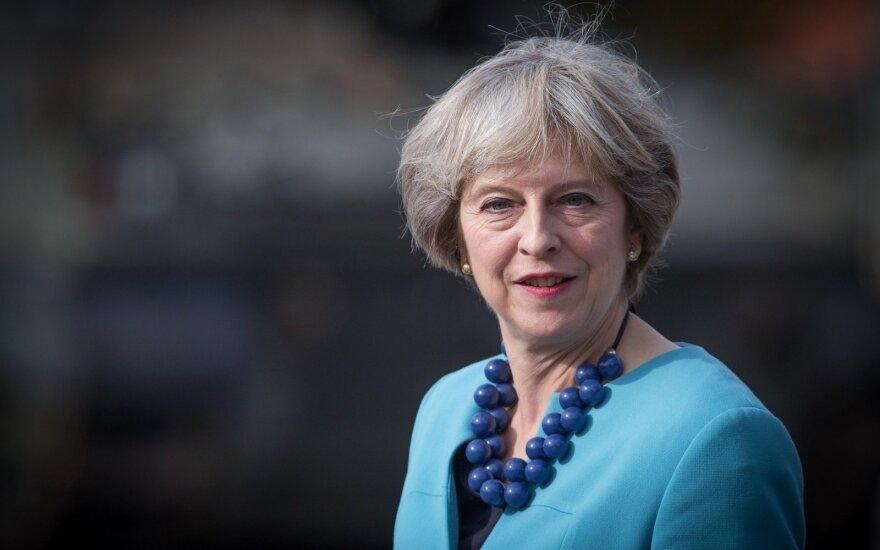 Apklausa: didėja britų rinkėjų nepasitenkinimas premjere May ir jos vyriausybe