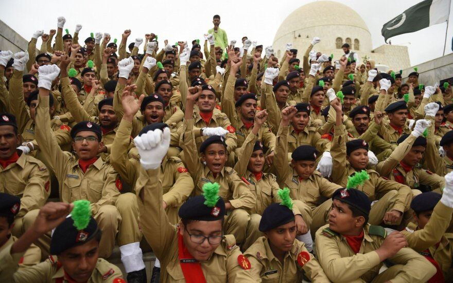 Pakistanas šūvių salvėmis mini 71-ąsias nepriklausomybės metines