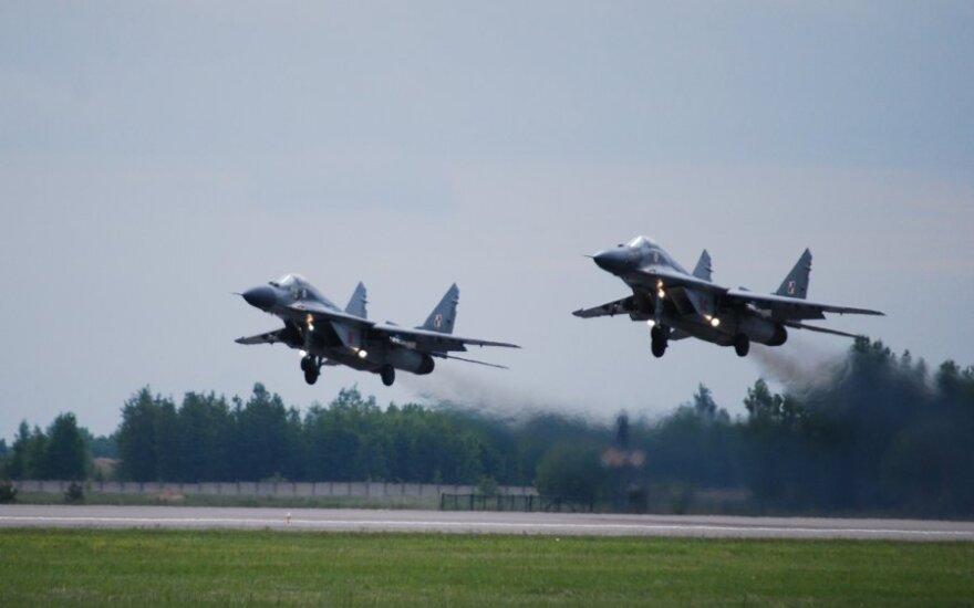 JAV ambasadorė: į didesnį finansavimą gynybai skiriančių šalių nuomonę NATO galbūt atsižvelgs labiau