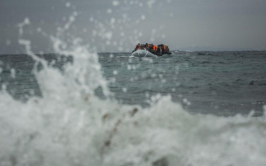 Prancūzijos teismas nuteisė kalėti migrantus per Lamanšą gabenusius žmones