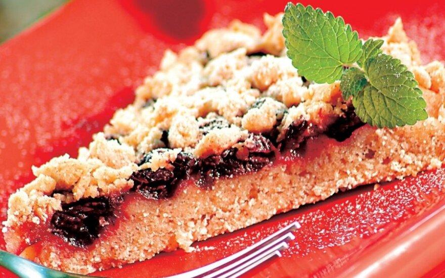 Vyšnių pyragas su cinamonu