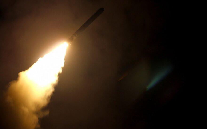 Rusai giriasi parsivežę vieną amerikiečių raketą iš Sirijos – ką iš jos įmanoma sužinoti?