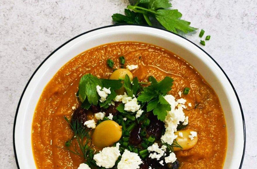 Kreminė moliūgų, salierų ir pomidorų sriuba su pupelėmis