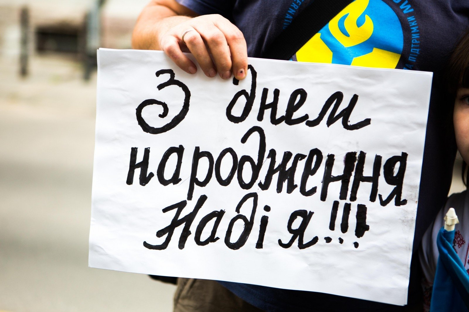 Юристы Савченко устроили ажиотаж вглобальной web-сети из-за инцидента сматерью летчицы