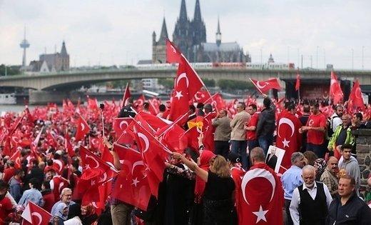 Акция в поддержку Эрдогана в Кельне собрала 50 000 человек