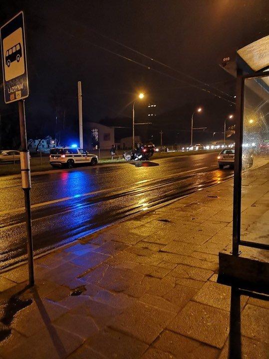 ДТП в Вильнюсе: VW после столкновения оказался на встречной полосе и остался лежать на крыше