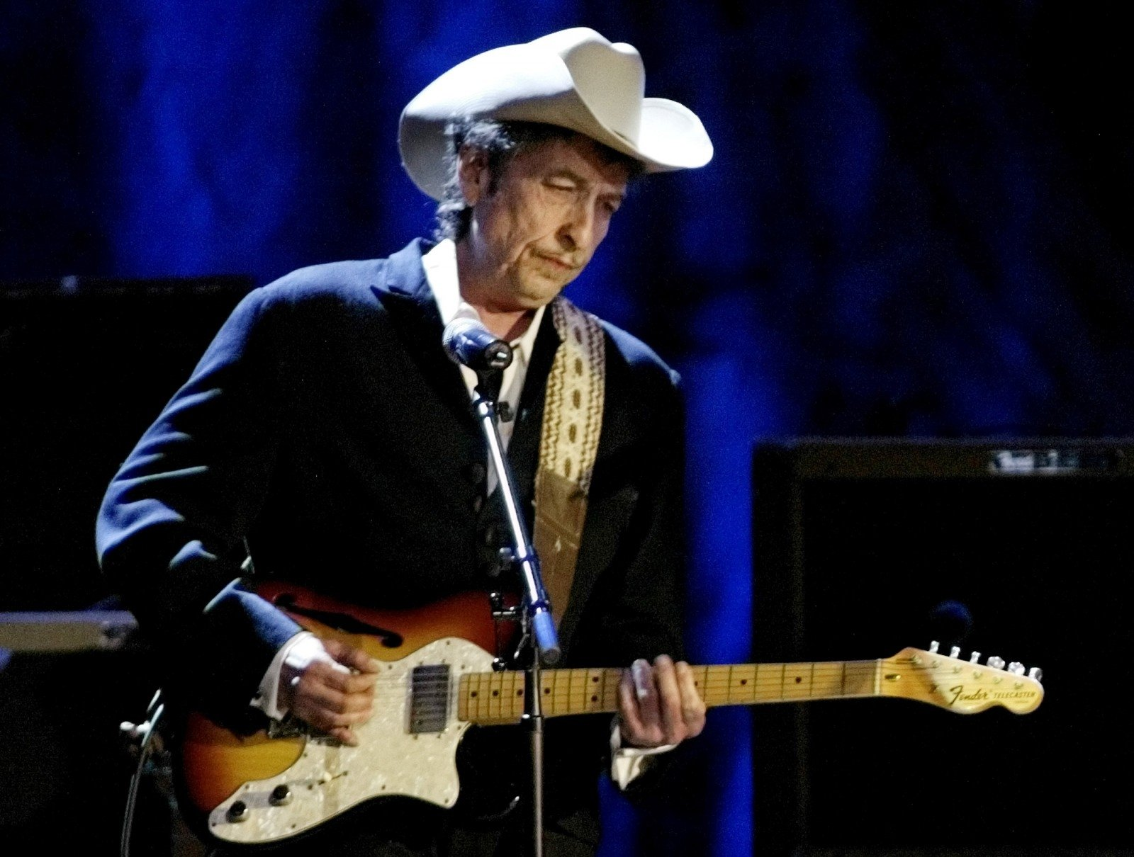 Боб Дилан «проспал» Нобелевскую премию