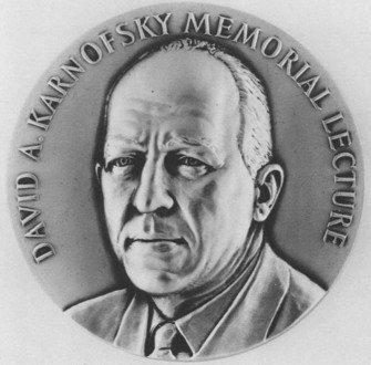 Amerikos klinikinės onkologijos asociacijos garbingiausias  apdovanojimas vadinamas Dovydo A. Karnovskio vardu