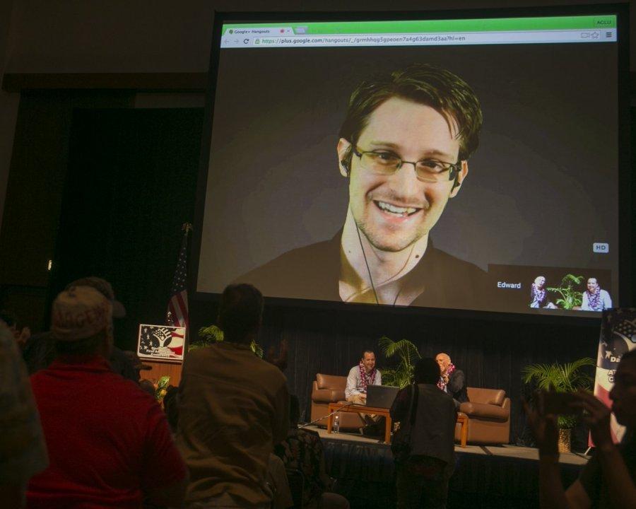 Агентура США владеет данными обидее спецслужбРФ выдать Сноудена Трампу— NBC