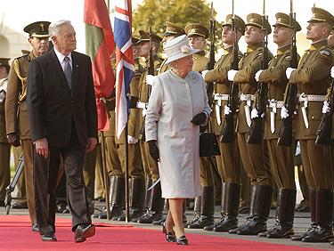 Valdas Adamkus ir Elžbieta II