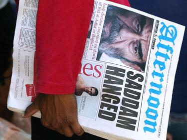 Laikraštis praneša apie Saddamui Husseinui įvykdytą mirties bausmę