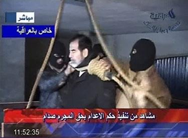 Televizija Al Iraqiya rodo, kaip  S.Husseinui užneriama virvė