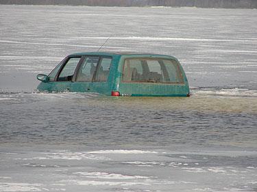 Šilutės rajone automobilis pateko į properšą