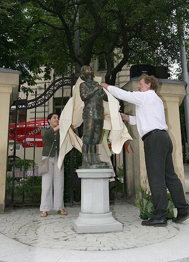 Romas Kvintas atidengia paminklą Romain Gary