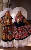 Meksikas, meksikiečiai nacionaliniais kostiumais