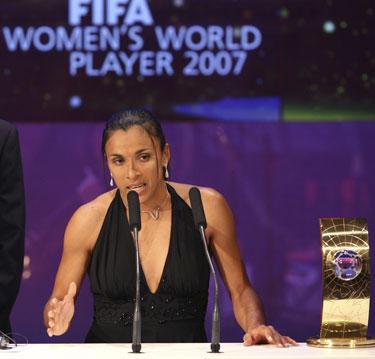 Brazilė Marta - geriausia 2007 metų pasaulio futbolininkė