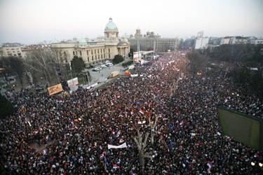 Serbai protestuoja prieš Kosovo nepriklausomybę