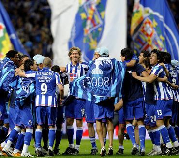 """""""Porto"""" klubo žaidėjai džiaugiasi pergale Portugalijos čempionte"""