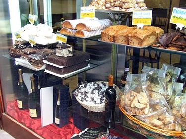Florencija, skanumynai pardutuvės vitrinoje