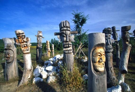 Skulptūros Hahoe kaime. Pietų Korėja
