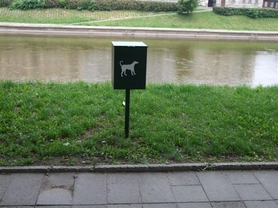 В Вильнюсе – 41 контейнер для собачьих экскрементов