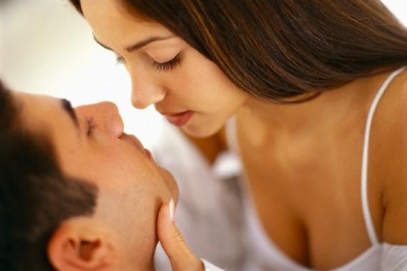 При оргазме у девушки может потеч жидкость